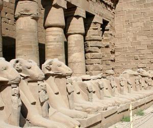 تم اكتشافها بالصدفة.. من المسؤول عن تدمير 4 كباش بمعبد الكرنك؟