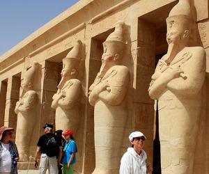تدفق سياحي على معابد أبوسمبل خلال فترة الصيف
