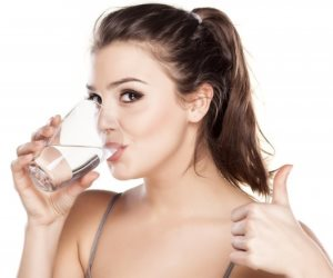 الكمية المناسبة لشرب المياه فى اليوم.. لها فوائد كثيرة تعرف عليها