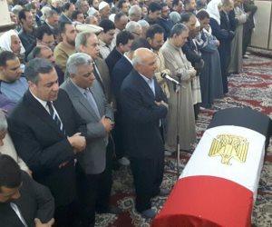 انتهاء صلاة الجنازة على العميد نجوى الحجار والعريف أمنية رشدي (فيديو)