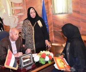 محافظ أسوان يوجه بصرف إعانات ومساعدات زواج لـ 22 مواطن