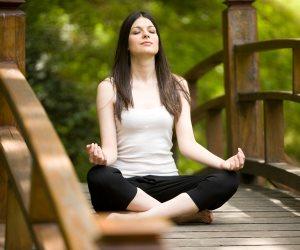 بحث: ممارسة «اليوجا» ربع ساعة يجعل البشرة أكثر شبابا ونضارة