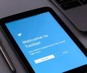 """خطوات الاستغناء عن حساب """"تويتر"""" (إنفوجرف)"""