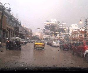 المرور يناشد السائقين توخي الحذر أثناء القيادة بسبب هطول الأمطار