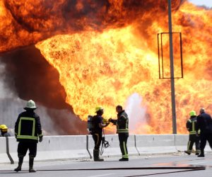 اللقطات الأولى لحريق خط غاز إدكو في البحيرة (فيديو)