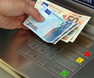 ضبط موظف بالأوقاف تخصص فى سرقة أموال الموظفين أمام ماكينات الصراف الآلي بسوهاج