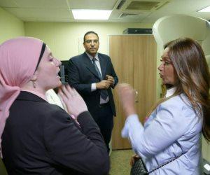 ليلى علوي تدعم مريضات السرطان في مستشفى بهية (صور)