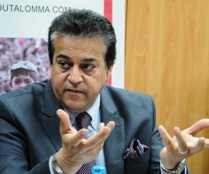 وزير التعليم العالي يستعرض تقريرًا حول أنشطة المركز القومى للبحوث