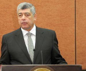 وزير الداخلية السابق محمد إبراهيم يقدم واجب العزاء لوكيل البرلمان في وفاة زوجته