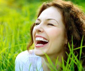 """""""اليوجا بالضحك"""".. تقوي جهاز المناعة لمرضى السرطان وتشعرهم بالسعادة والتغلب علي آثار العلاج"""
