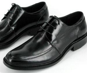 """""""علشان يكسب زبون"""".. مصنع أحذية يقدم خدمات ما بعد البيع لمنتجاته مدى الحياة"""
