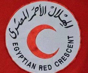 شباب الهلال الأحمر يساعدون كبار السن للوصول للجان الانتخابية بجنوب سيناء (صور)