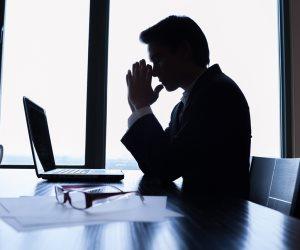 قصة موظف استقال من وظيفته للعمل بأخرى فصدر حكمًا بإلغاء تعينه بالثانية (مستندات)