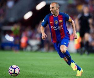إنييستا ينفي تجديد عقده مع برشلونة