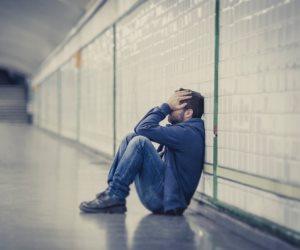 «الاختلاط هو الحل».. 5 خطوات للهروب من الوحدة والاكتئاب النفسي