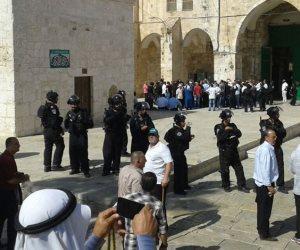 مستوطنون يقتحمون المسجد الأقصى في حراسة قوات الاحتلال الإسرائيلي