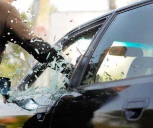 """بعد تداول الفيديو.. القبض علي المتهم بالتعدي علي السيارات بـ""""سيف"""" أثناء سيرها بالهانوفيل"""