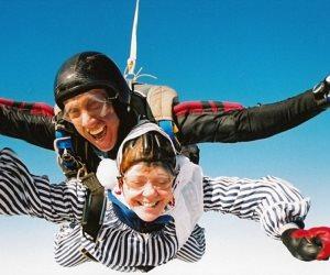 بعد هدف رعاية المونديال.. السياحة تنظم أول مهرجان للقفز الحر فوق سطح الأهرامات