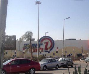 هل يستخدم صاحب هايبر وان موظفي المتجر وأعضاء نادي الشيخ زايد وقوداً لمعركته الانتخابية؟