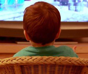 دراسة: مشاهدة التليفزيون لأكثر من ساعتين يوميا تصيب بالاكتئاب