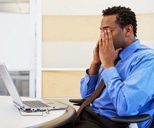4 نصائح لتجنب الشعور بالألم بسبب الجلوس الخاطئ
