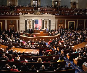 «الكونجرس»: أمريكا قد تنقل قاعدة العُدَيد من قطر لدعمها الإرهاب
