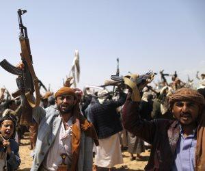 الحوثيون.. وقعوا تحت مقصلة أمريكا والتصنيف الإرهابي يطاردهم