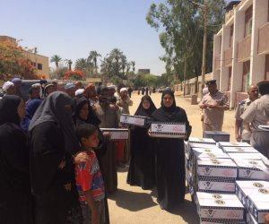 القوات المسلحة توزع 9 آلاف كرتونة مواد غذائية في أسوان خلال رمضان