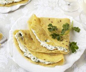 سحورك عندنا.. كريب بالجبن والزيتون مع الزبادى وسلطة الطماطم
