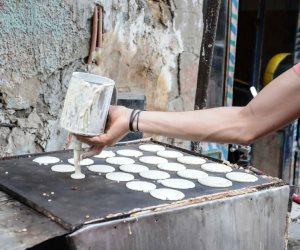 حكاية عم عادل نجم أقدم صانع قطايف في القليوبية: 34 سنة بيحلي «بوق الناس»
