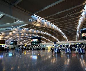 احتجاز فتاة بمطار في لندن للاشتباه بتحضيرها لتفجيرات إرهابية
