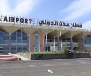 هل تورط «الحوثيين» في هجوم مطار عدن؟ وزير الإعلام اليمني يجيب