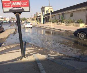 كسر ماسورة مياه فى طريق الواحات يشل حركة المرور
