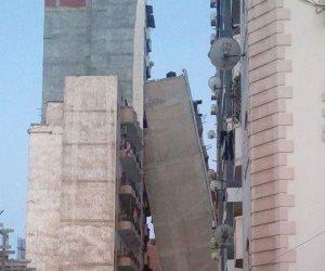 محافظ الإسكندرية ومدير الأمن يتفقدان موقع انهيار عمارة الأزاريطة ( صور )