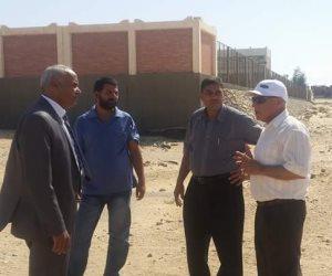 رئيس مدينة بئر العبد يتابع أعمال تشطيبات مستشفى المدينة لافتتاحه في 30 يونيو