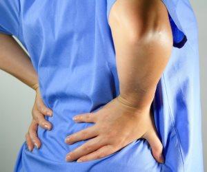 3 نصائح للتخلص من ألم الظهر.. منهم  ارتداء ملابس فضفاضة والتنفس بشكل صحيح