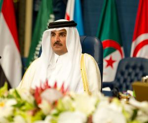 قطر تهرب من استضافة 16 منتخبا في كاس العالم 2022.. سر تهديد تميم لرئيس الفيفا