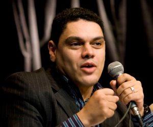 معتز عبد الفتاح: على الدولة أن تتبنى حزبين حتى تخلق نخبة معارضة