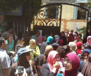 الفيزياء تقضي على أحلام طلاب الثانوية العامة بالإسكندرية  (صور )