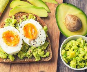 البيض لسلامة دماغك.. أطعمة مفيدة لتقوية الذاكرة والتحصيل