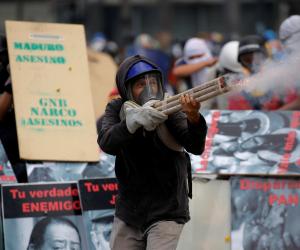اشتعال المظاهرات وأعمال العنف فى فنزويلا للمطالبة برحيل الرئيس مادورو