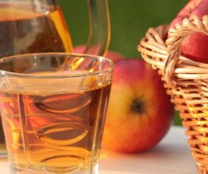 تناول مشروب التفاح في السحور .. يخلصك من الإمساك ويقضى على الشعور بالانتفاخ