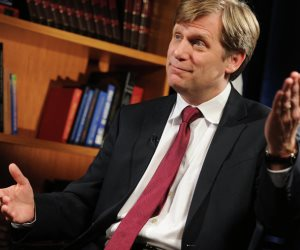 ماكفول: السفير الروسي يغادر منصبه في واشنطن
