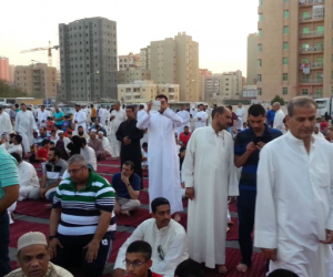 إعادة صلاة العيد في مسجد عمرو بن العاص بسبب سورة الفاتحة (فيديو)