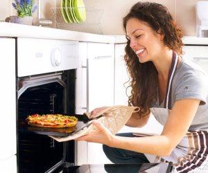 """""""عشان تستمتع وأنت بتطبخ"""".. طرق تساعدك في الطهي بكل سهولة"""