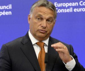 رئيس الوزراء المجري يحتفظ بغالبية الثلثين بالبرلمان وسط غضب المعارضين