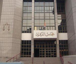 حكم أخلاقي.. القضاء الإداري يفصل سكرتير وكيل «صيدلة القاهرة» بعد ضبطه في وضع مخل مع زميلته
