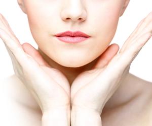 لو بتعاني من تورمات وانتفاخات في الوجه..السبب في التقلبات الهرمونية واحتباس الماء