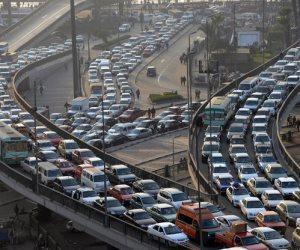 توقف حركة المرور أعلى الطريق الدائري لانقلاب سيارة