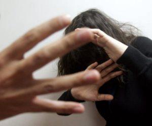 بسبب «مايوه».. سامية تخلع زوجها العصبي